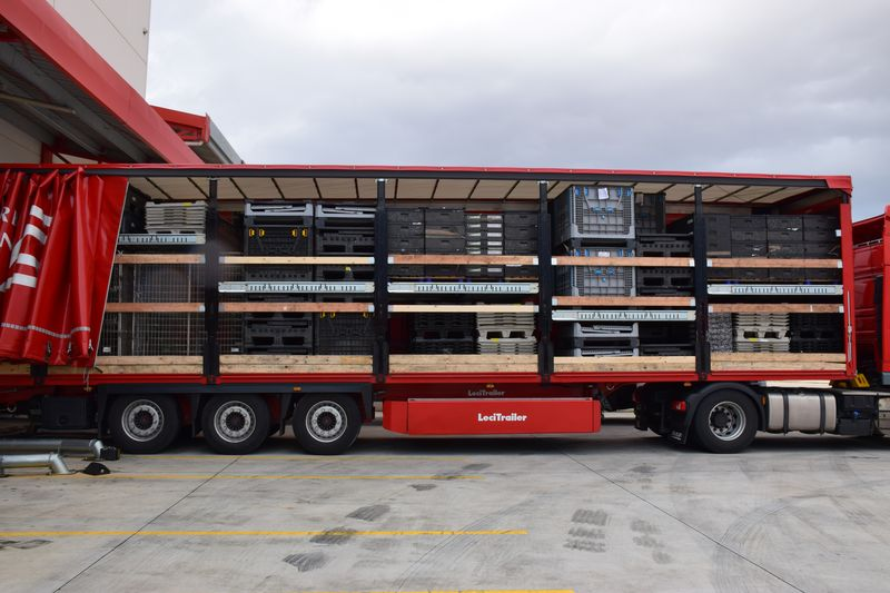 Double deck curtainsiders